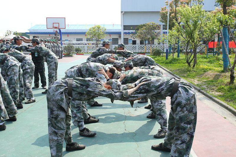 通过准军事化管理,让孩子们能感受到规则感(图2)